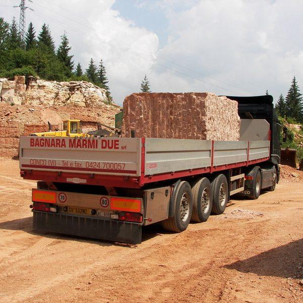 Trasporto blocchi di marmo